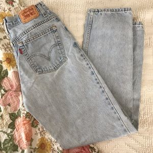 Levi's   relaxed tapered light wash mom jeans